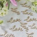 Boho houten confetti in de vorm van de houten tekst Love
