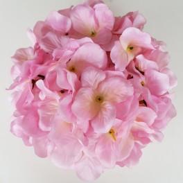 Pommander roze met lint om hem op te hangen