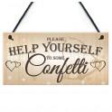 Houten bord aan touw met de tekst Help Yourself to some Confetti