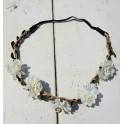 Bohemian style gevlochten haarbandje met blaadjes en witte bloemetjes