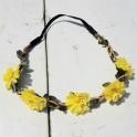 Bohemian style gevlochten haarbandje met blaadjes en gele bloemetjes