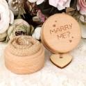 Houten ringendoosje met dekseltje en de tekst Marry en een hartje