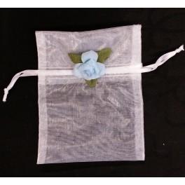 Organza zakje wit met blauw bloemetje