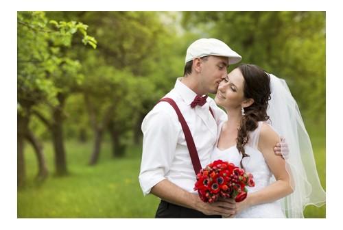Rood en regen brengen geluk op je trouwdag