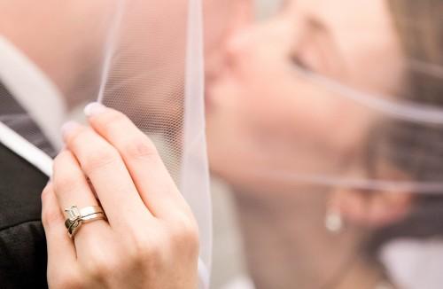 Grappige, bijzondere en interessante huwelijksdag tradities